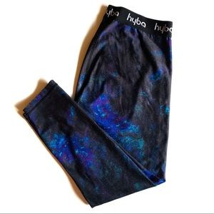 Hyba galaxy print cropped leggings in size sm/md